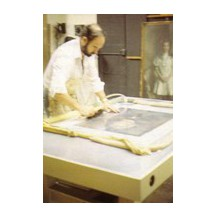 Suction tables for the restoration of paintings